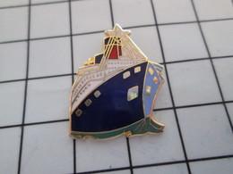 616c Pin's Pins / Beau Et Rare / THEME : BATEAUX / SUPERBE PAQUEBOT A COQUE BLEUE - BD