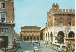 1221 PIACENZA - PALAZZO COMUNALE - AUTOBUS PULLMAN - AUTO D'EPOCA CARS VOITURES : FIAT 600 - VIAGGIATA 1965 - Piacenza