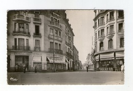 Montluçon, Carrefour Rue Bretonnie Et Boulevard De Courtais, C.I.M., Chaussures Heyraud Et Bar Le Moderne - Montlucon