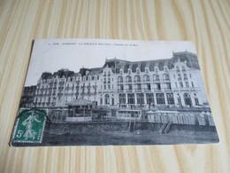 Cabourg (14).Le Grand Hôtel - Façade Sur La Mer. - Cabourg