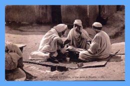 CPA - Scenes Et Types (Tunisie) - 6. Une Partie De Dominos .-- LL - Algérie