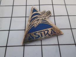 616c Pin's Pins / Beau Et Rare / THEME : ESPACE / SATELLITE ALLEMAND ASTRA - Espace