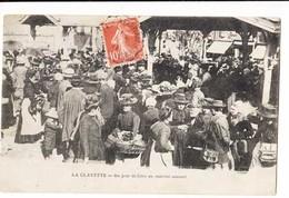 France 71 - La Clayette - Un Jour De Foire Au Marché Couvert    : Achat Immédiat - Francia
