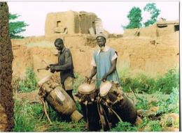 BURKINA FASO- La Transmission Ancestrale Les Joueurs De Tam-tam -Photo C.MARCHAND  Scannée Recto Verso - Burkina Faso