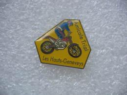 Pin's De L'Amicale De Trial Aux Hauts-Geneveys En Suisse. Club De Moto - Moto