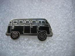 Pin's à 2 Attaches D'un Ancien Combi Wolkswagen De Couleur Noire - Volkswagen
