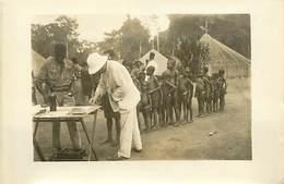 AFRIQUE CAMEROUN N° 301261 -  MOUKEN. LA VACCINATION - Africa