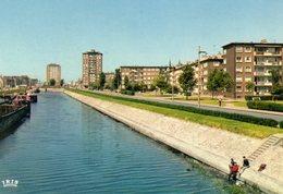 Dunkerque  Entrée De La Ville En Venant De Lille ( Canal De Bergues Avec Péniche, Immeubles Marchand - Dunkerque