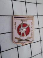 616c Pin's Pins / Beau Et Rare / THEME : SPORTS / BAGARRE EN PYJAMA JUDO JIU JITSU HERIC - Judo