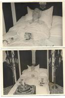 Postmortem -2photos D'une Dame Sur Lit De Mort - Format Carte Postale - Personnes Anonymes