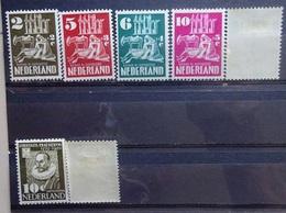 NEDERLAND  1950    Nr. 556 - 560 / 561 - 562    Spoor Van Scharnier * - Periodo 1949 - 1980 (Giuliana)