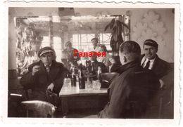 BULGARIA PRE-WWII MEN SITTING IN PUB DRINKING BRANDY UNUSUAL SMALL REAL PHOTO 9x6cm Ab772 - Bulgaria