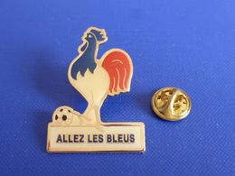 Pin's Allez Les Bleus - équipe De France - Coq Sportif Foot Football Ballon (PAC59) - Football