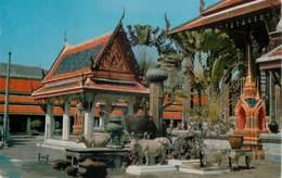THAILANDE  INSIDE THE TEMPLE OF THE EMERALDA  BUDDHA - Tailandia