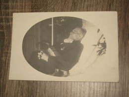 BoiteG05 *1 Carte Photo  Postmortem  Homme  Sur Lit De Mort - Photographie