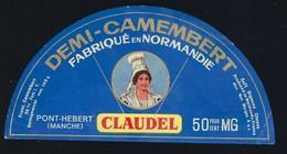 "étiquette Fromage Demi 1/2 Camembert  Normandie 50%mg Claudel Pont Hebert Manche "" Femme Coiffe"" - Fromage"