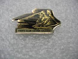 Pin's Du Fan Club  Xavier Gigandet, Skieur Alpin Suisse Qui A Mis Fin à Sa Carrière Sportive à La Fin De La Saison 1998 - Invierno