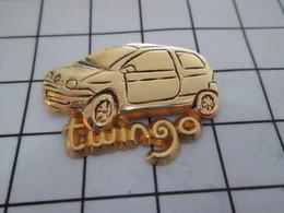 1020 Pin's Pins / Beau Et Rare / THEME : AUTOMOBILES / RENAULT TWINGO METAL JAUNE - Renault