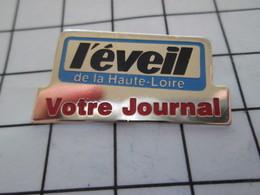 1020 Pin's Pins / Beau Et Rare / THEME : MEDIAS / L'EVEIL DE LA HAUTE-LOIRE VOTRE JOURNAL - Médias