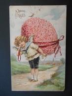 Ange Avec Lettre Portant Un Gros Oeuf En Fleurs Roses Avec Ruban Rose Dans Paysage Campagne - Gaufrée - Anges