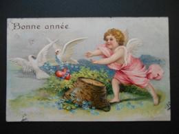 Angelot Essayant D'attraper Des Colombes Portant Coeur Rouge Et Myosotis Avec Un Panier - Gaufrée - Angels