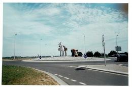 Photo Récente Statue Ramasseur De Galets Et Son Cheval - Rond Point Seine Maritime Proche St Juin De Bruneval. - Métiers
