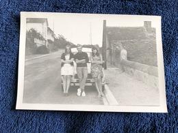 Photographie Ancienne Années 60 70 - Renault 4, 4L, R4 - Jeunes Adultes, Adolescents - Cars