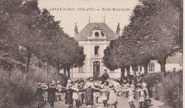 ARNAY-le-DUC (Côte-d'Or) Ecole Maternelle. Les Enfants Faisant La Ronde - Arnay Le Duc