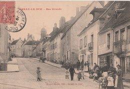 ARNAY-le-DUC. Rue Grande, Animée. Epicerie Vitut, Débit De Tabac. Ecriture Rouge - Arnay Le Duc