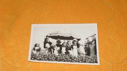 PHOTO ANCIENNE DATE ?...LIEU NON SITUE  ENFANTS CUISINIER PARASOL..PHOTO LUX BANDOL VAR.. - Anonyme Personen