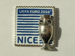 Pin's UEFA EURO 2016 - NICE - COUPE EN DOUBLE MOULE - Football