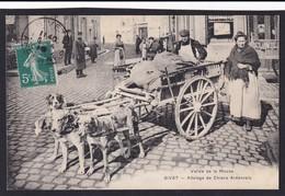 GIVET ( 08 - Ardennes ) Attelage De Chiens Ardennais ( Rue Avec Superbe Gros Plan Animé ) - TTB Etat - Givet