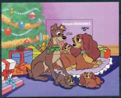 NB - [91607]SUP//-GRENADINES - Walt Disney - La Belle Et Le Clochard, Déballage De Cadeaux à Noël, B.D, Le Bloc De 5$ - Disney