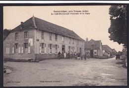 SAINT LEGER Près De TROYES ( 10 - Aube ) Le Café Restaurant POUPIER Et La Place ( Animée , Personnes ) - TTB Etat - Autres Communes