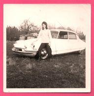 Photo - Femme Devant CITROËN DS - Automobile - Auto - Edit. AGFA - Automobiles
