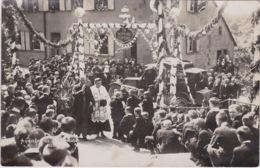 57 - BITCHE ENVIRONS DE - A LOCALISER + CEREMONIE RELIGIEUSE PROCESSION - MONSEIGNEUR PELT EVEQUE - PHOTO - BEAU PLAN - Autres Communes