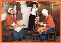 88 MENESTRELS DE GERARDMER Veillée Vosgienne Epinettiste Et Fileuse Rouet Costumes Vieux Metiers Carte Vierge TBE - Gerardmer
