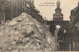 25 - PONTARLIER - LA GRANDE RUE EN HIVER - Pontarlier