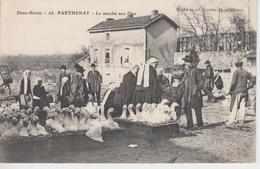 CPA Parthenay - Le Marché Aux Oies (très Belle Scène) - Parthenay