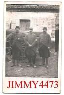 CPA - TROIS SOLDATS  ET UN CANON ( Carte écrite En 1915 à Identifier ) Scans Recto-Verso - Guerre 1914-18