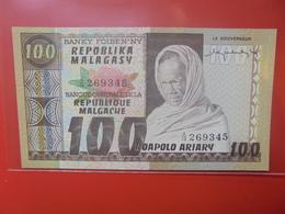 MADAGASCAR 100 FRANCS 1974-75 PEU CIRCULER/NEUF (B.12) - Madagascar