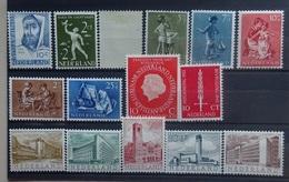 NEDERLAND  1954   Nr. 646 / 649 / 653 - 654 / 655 - 659-60 / 647-48    Postfris **   Nr. 647-48 Scharnier*    CW 42,00 - Period 1949-1980 (Juliana)