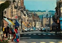 89 - Villeneuve Sur Yonne - La Rue Carnot Et La Porte De Sens - Automobiles - Commerces - Carte Neuve - Voir Scans Recto - Villeneuve-sur-Yonne