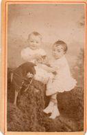 Photo CDV Jeunes Enfants Avec Jouet Paille. A.Carette Douai 1882 - Ancianas (antes De 1900)