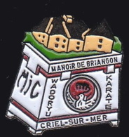 64673- Pin's-Manoir De Briançon, Criel-sur-Mer - Normandie.MJC.Wadoryu.Karaté. - Judo