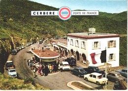 FR66 CERBERE  -  CPM 10 * 15 - Poste De Douane - DS Simca Dauphine 2cv ... - Animée - Belle - France