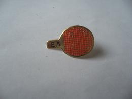 PIN'S PINS E A THÈME RAQUETTE TENNIS DE TABLE - Tennis De Table
