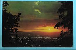 JAMAÏQUE---Sunset And Dusk Over Kingston--voir 2 Scans - Jamaïque