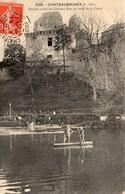 Châteaubriant Animée Le Donjon Du Château Fort En Ruines Au Bord De La Chère Barques - Châteaubriant