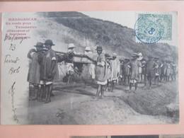 Madagascar . En Route Pour Tananarive. Filanzane Et Bourjanes Porteurs - Madagaskar